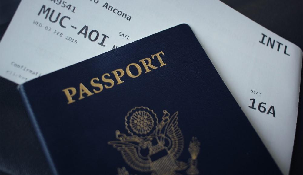 pasaporte y billete